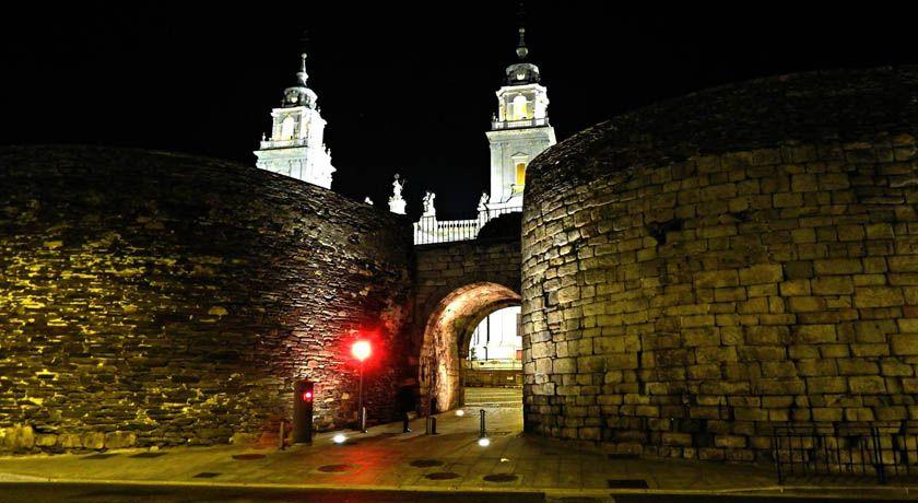 Puerta de Santiago Muralla de Lugo