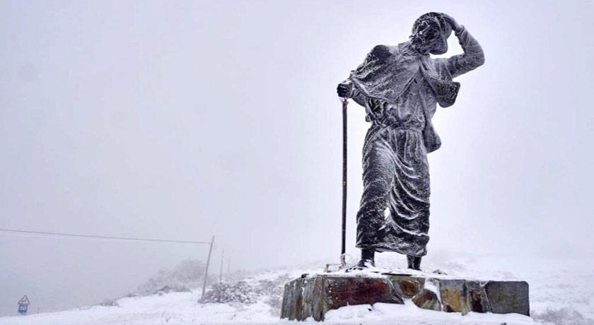 Peregrino o Cebreiro nieve