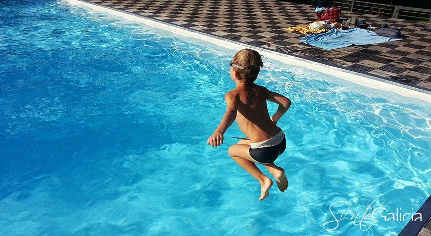 Niños piscina galicia