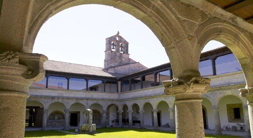 Monasterio cisterciense de Ferreira de Pantón o del Divino Salvador