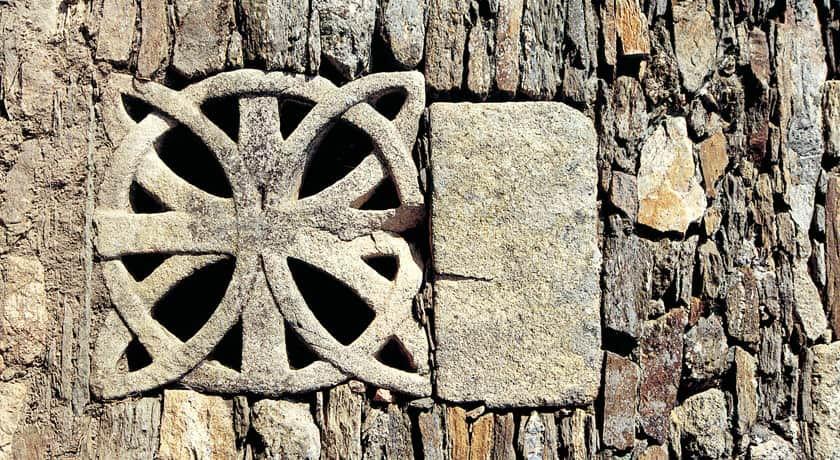 Detalle de la Iglesia de Santo Estevo de Atán