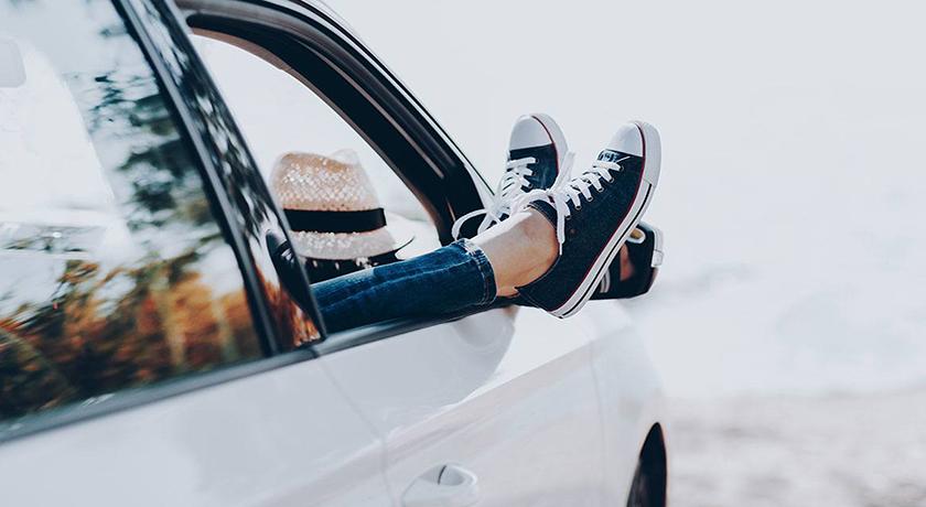 ¿Qué llevar en el coche para viajar seguro este verano?